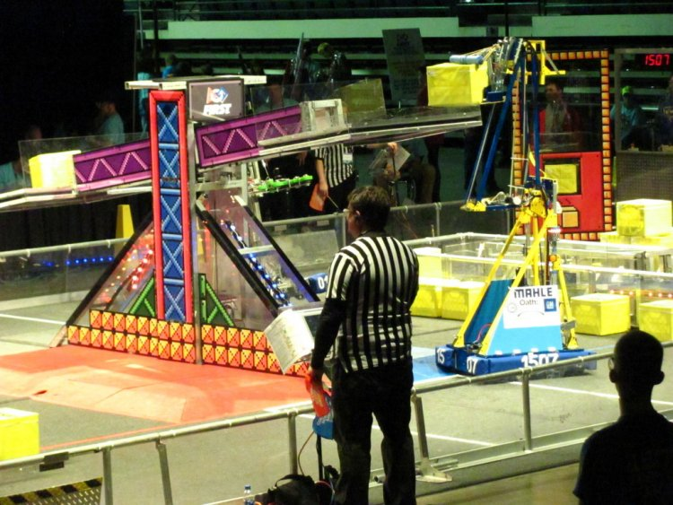 Warlocks robot Otis places a power cube on the scale at Cleveland